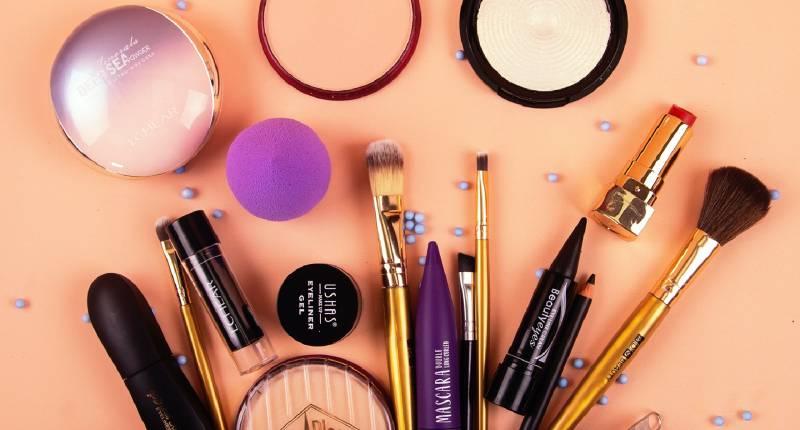 Hoe lang is je make-up eigenlijk houdbaar?
